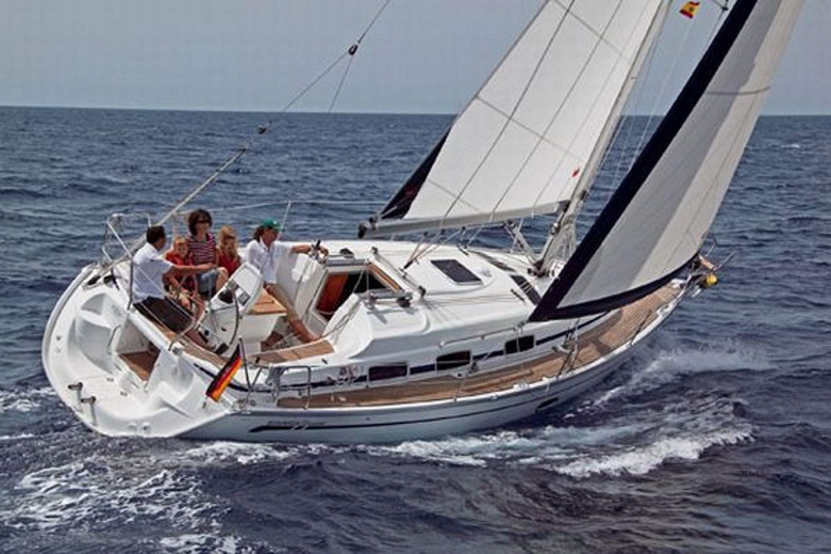 Boat Rental: Bavaria 33 Cruiser
