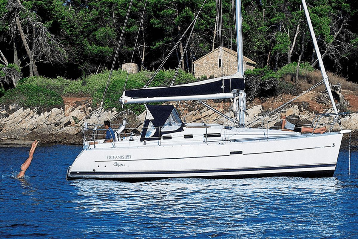 Alquiler de Barcos: Beneteau Oceanis 323