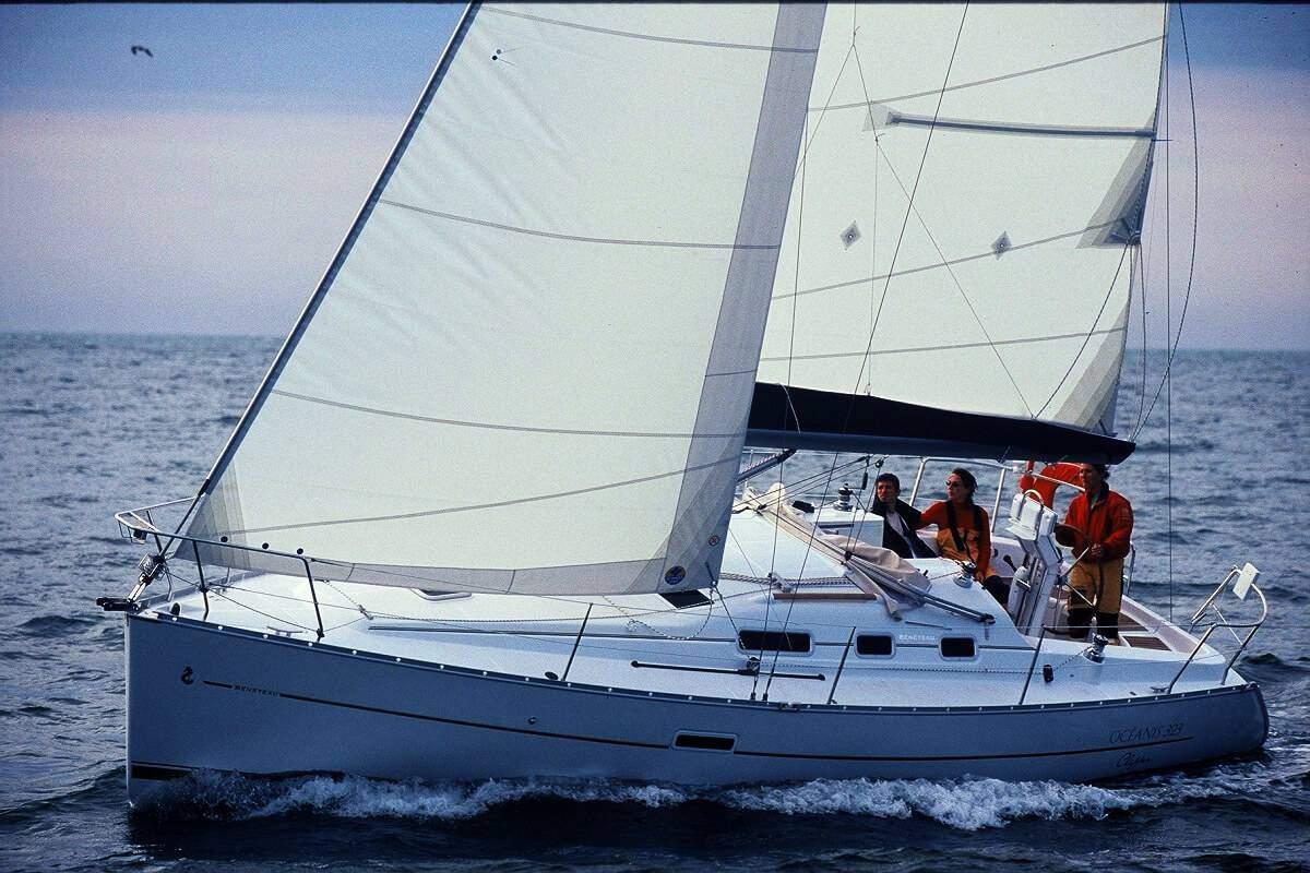 Alquiler de Barcos: Beneteau Oceanis 31