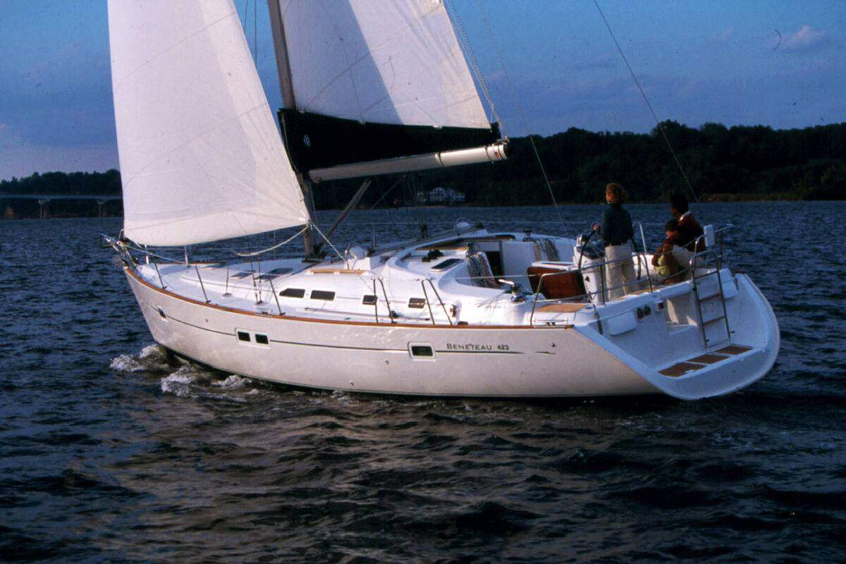 Boat Rental: Beneteau Oceanis 323
