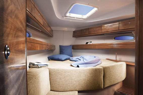Boat Rental: Bavaria 39 Cruiser