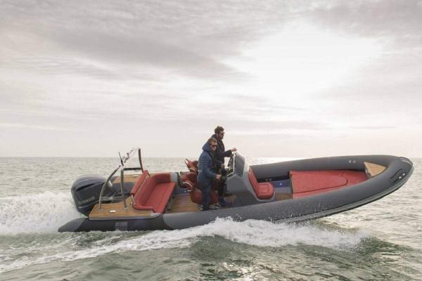 Alquiler de Barcos: Ribeye 785 Custom