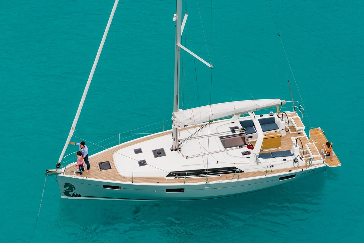 Rent a sailboat Benneteau Oceanis 41.1 in  Mallorca