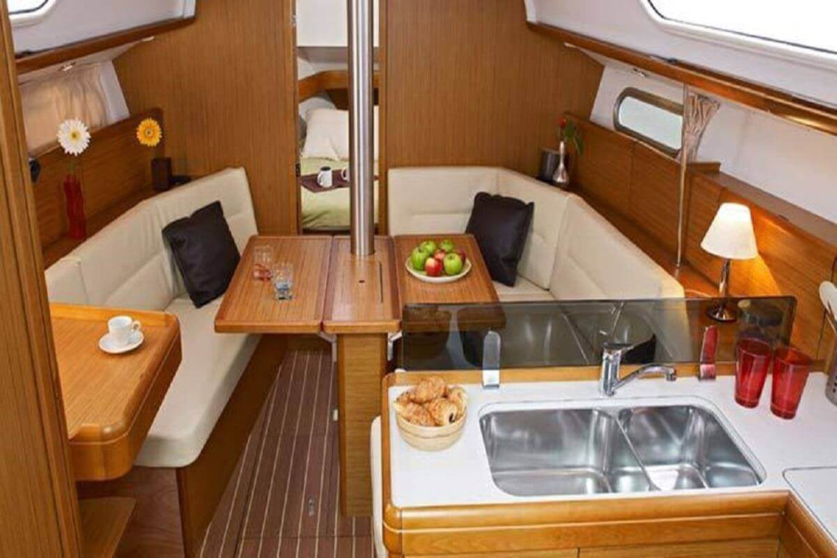 Rent a sailboat in Ibiza Jeanneau Sun Odyssey 36I