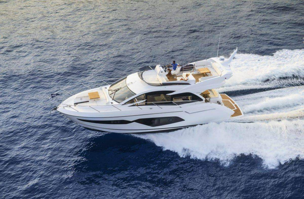 Motorboat rental in Barcelona. Yacht charter Sunseeker Manhattan 52.. Boat rental in Port Olimpic.
