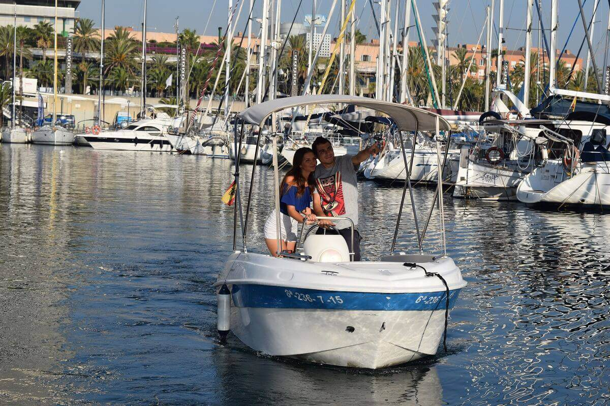 Rent unlisenced boat Compass 400 GT in Barcelona