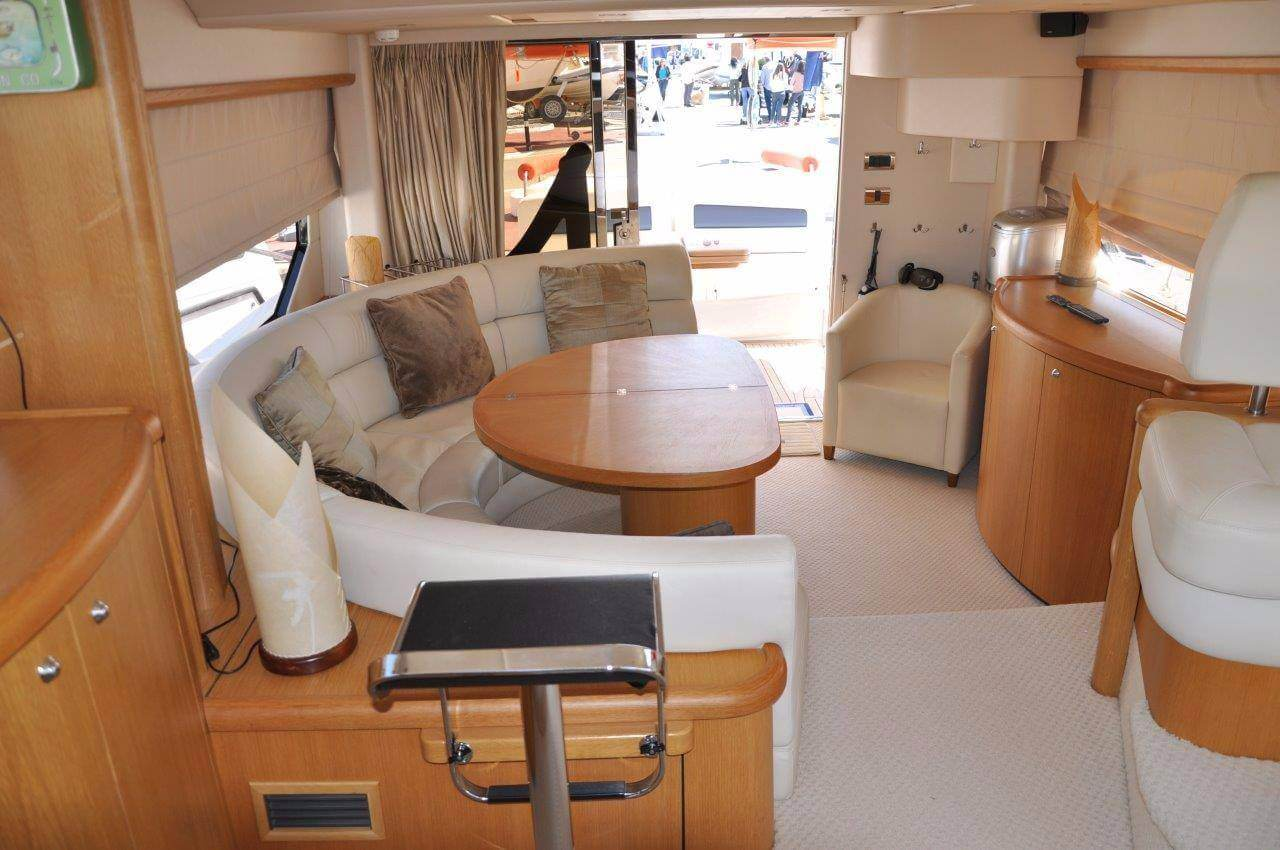 Motorboat rental in Barcelona. Yacht charter Sunseeker Manhattan 52.. Boat rental in Port Olimpic